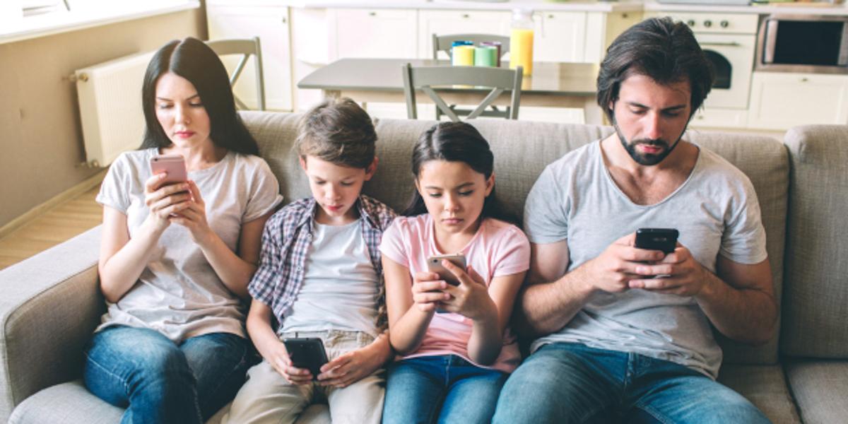 Az okostelefonok hatása a családi életre
