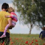 Apakód - Van-e kapaszkodó az apasághoz, avagy minden kezdet nehéz?