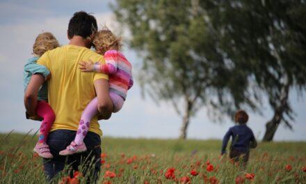 Apakód – Van-e kapaszkodó az apasághoz, avagy minden kezdet nehéz?
