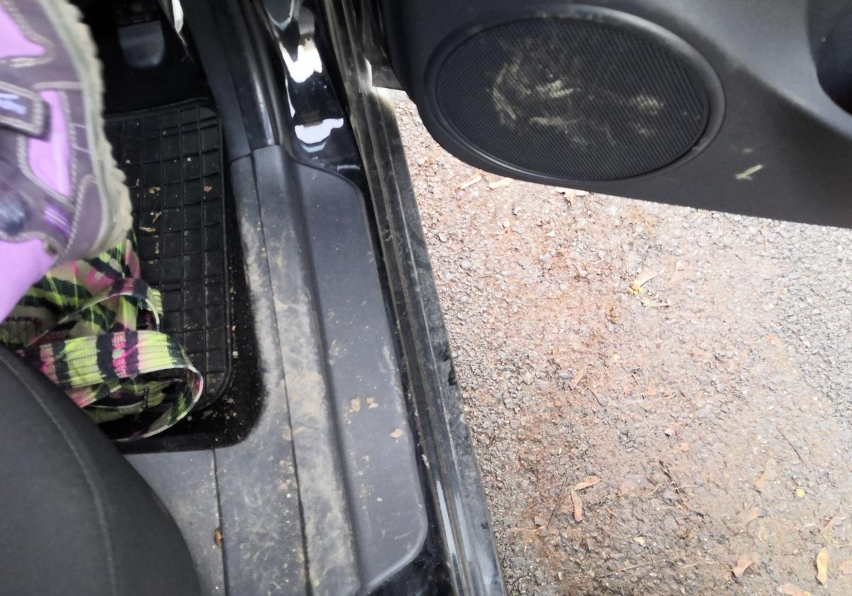 Sár a kocsiban