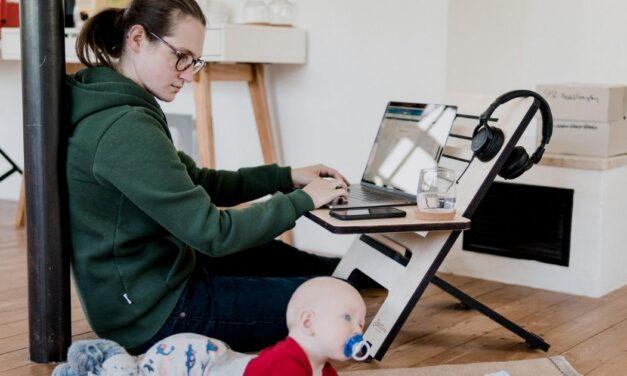 Anyák cicaharca a közösségi médiában