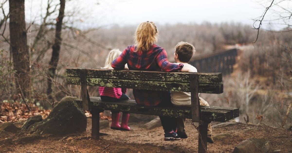 a beszélgetés egy lány egy társkereső oldalon chat oldalon találkozó