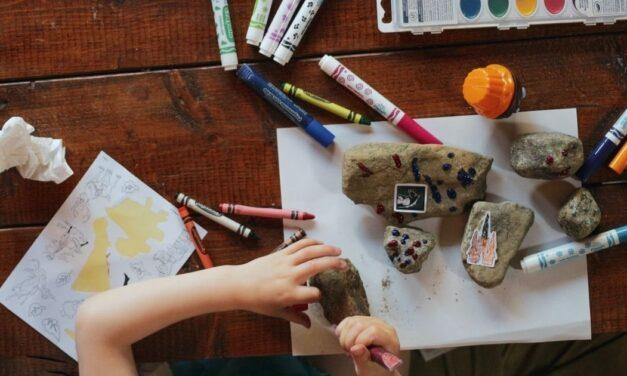 Így kösd le a gyerekedet mindennap  <br><p class='alcim'> – trükkök és praktikák karantén idejére</p>