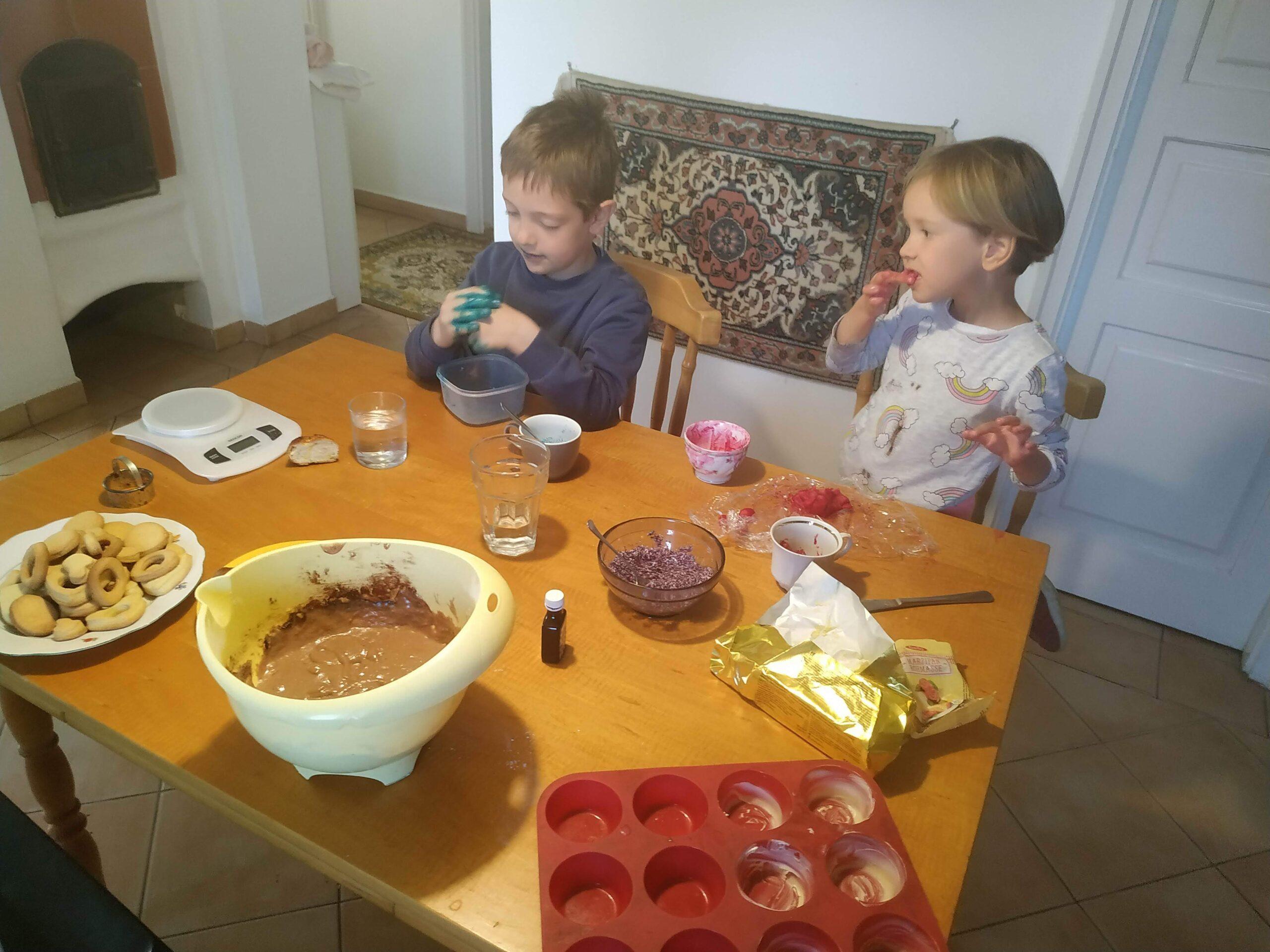konyha, gyerekek sütnek