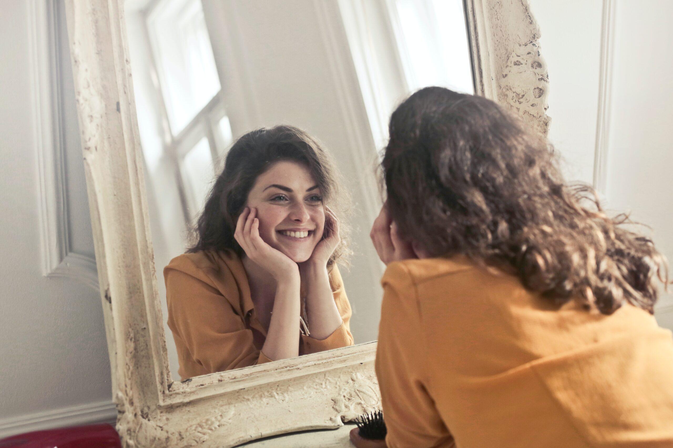 egyedülálló, anya, mosoly, tükör