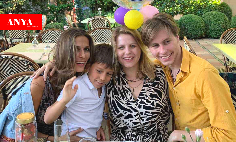 A várandós Szekeres Nóra és gyermekei