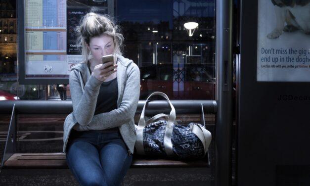 Anya elvált, és most online keresi a boldogságot