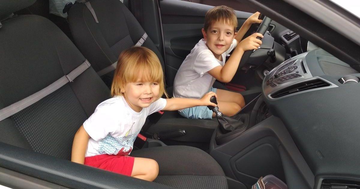 Túlélési praktikák szülőknek autós utazáshoz