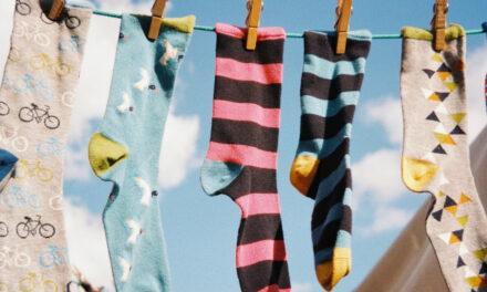 Megvan, hova tűnnek a mosógépből a zoknik!