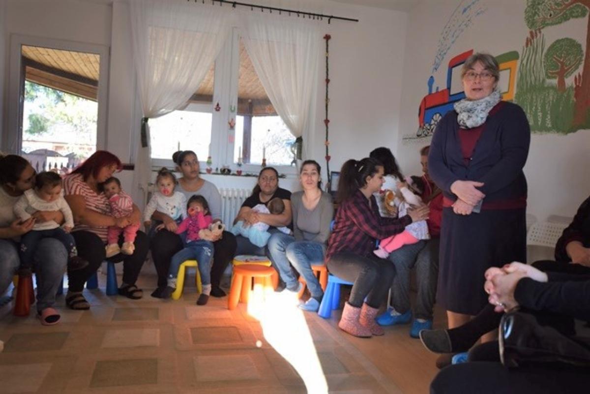mesekönyv, gyerekház, örökbefogadok egy ovit, terápia, hátrányos helyzetű települések, gyerekház