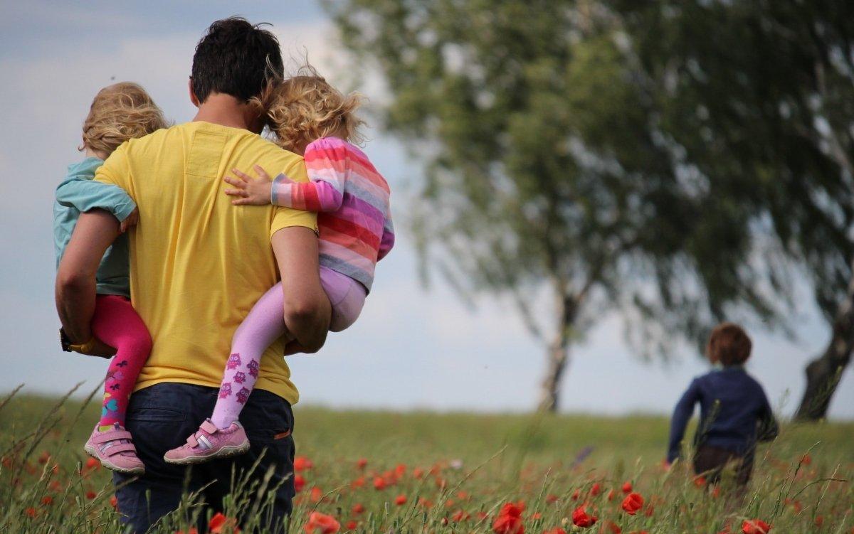 apa, kimenő, játék, apa otthon, gyerekfelügyelet