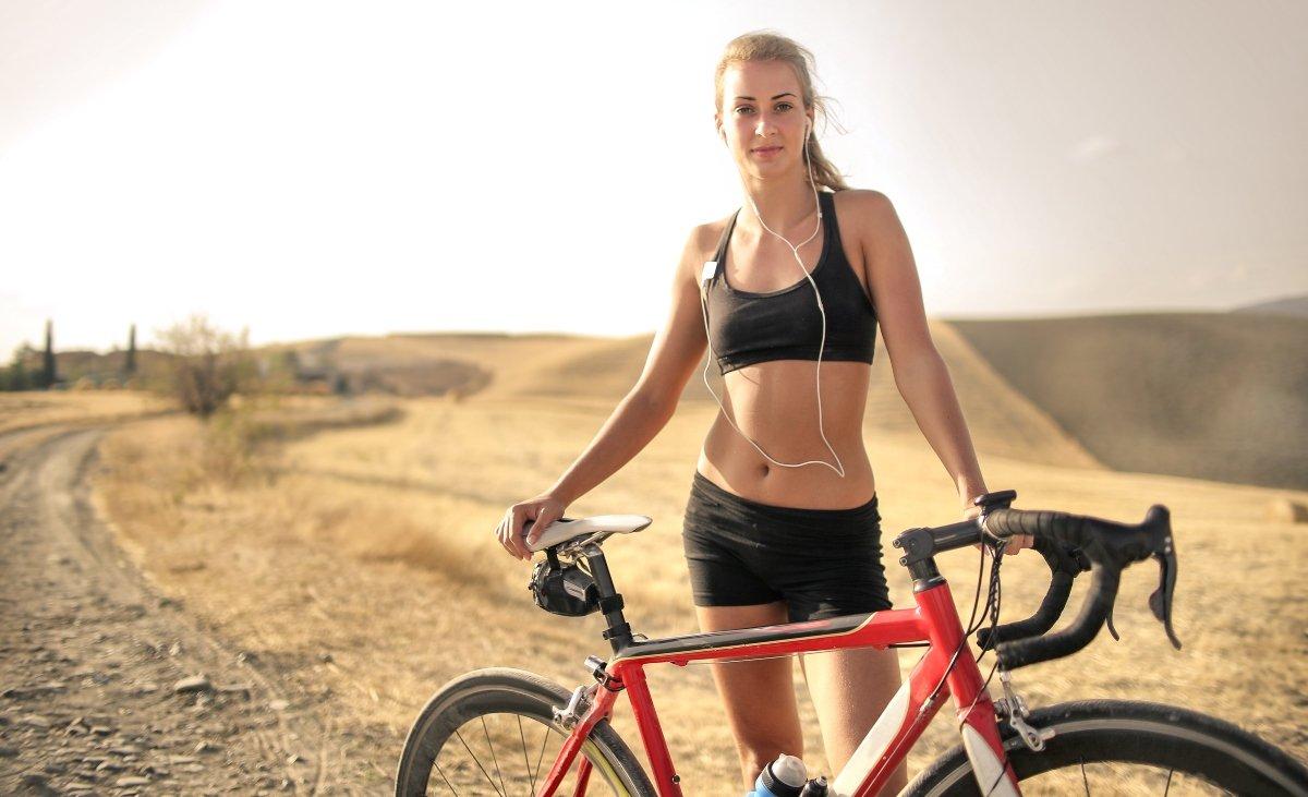 Kulcsszavak: futás, sport, bemelegítés, futócipő, mozgás, jól futni