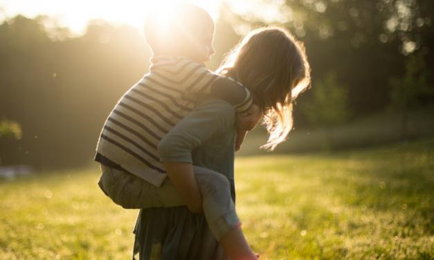 Így neveljük a gyerekeinket környezettudatossá  <br><p class='alcim'> – 8 egyszerű tipp szülőknek</p>