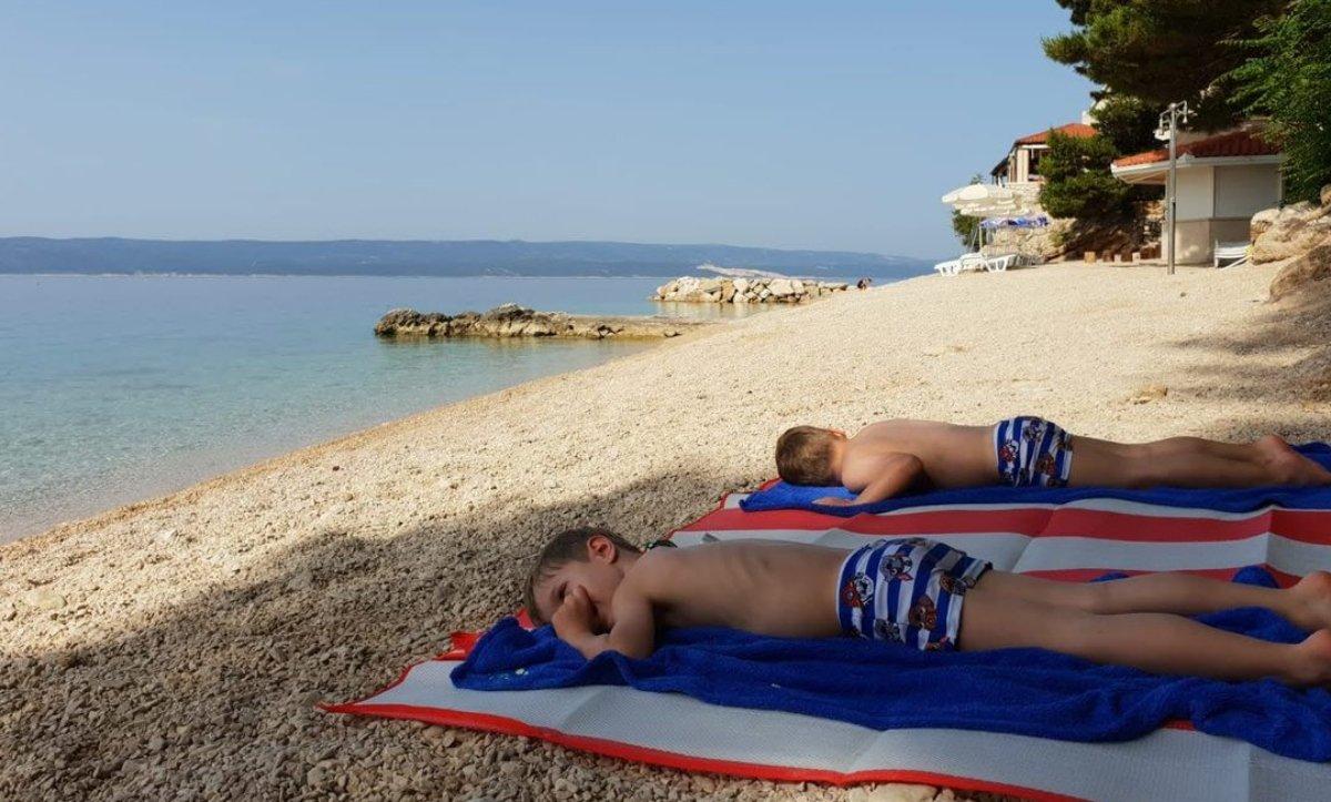nyaralás, anyaság, ikrek, értékes idő, család, gyerekkel nyaralni