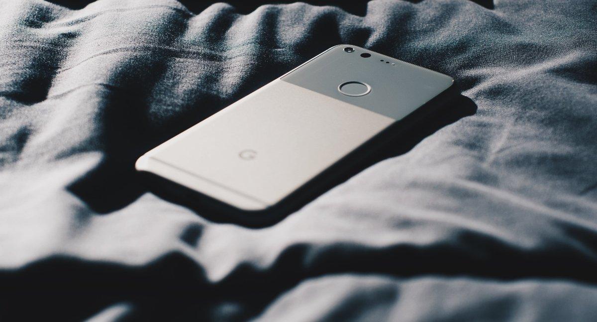 tévé, okostelefon, káros hatások, képernyő, alvás