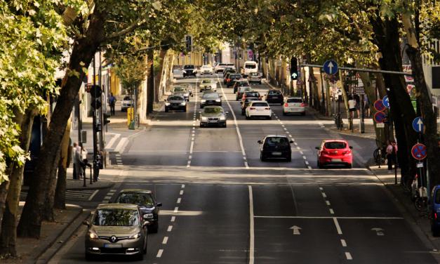 Jelenetek az autóból  <br><p class='alcim'> – avagy reggelente kifordul a világ a négy sarkából</p>