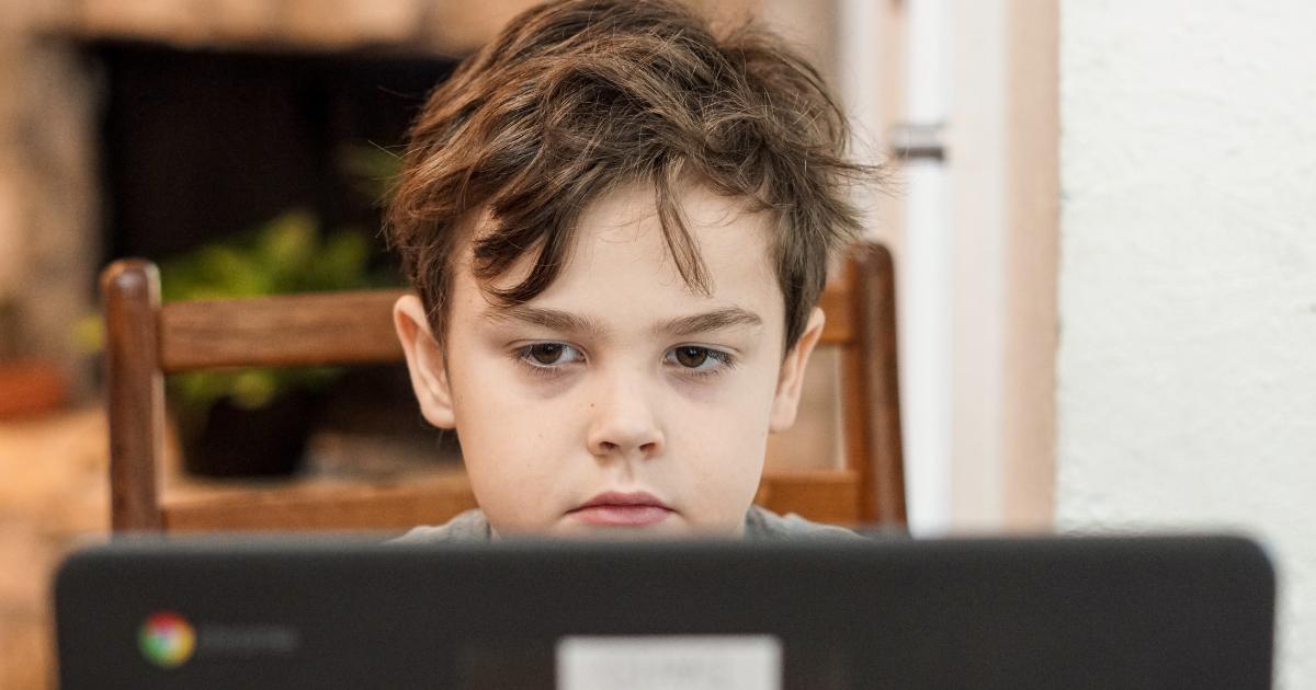Webkamerán is támadnak a bűnözők  <br><p class='alcim'> – 6 tipp, hogy a gyermeked ne legyen veszélyben</p>