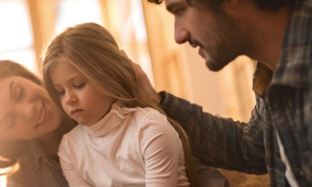 Légy egyszerre kedves és határozott!  <br><p class='alcim'> – útmutató anyáknak és apáknak</p>