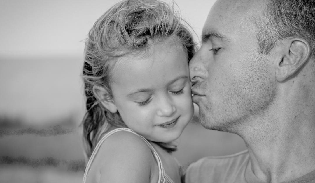 """""""Már nem ismerem a csíkos pizsamás férfit""""   – egy kislány megrendítő visszaemlékezése apja haláláról"""
