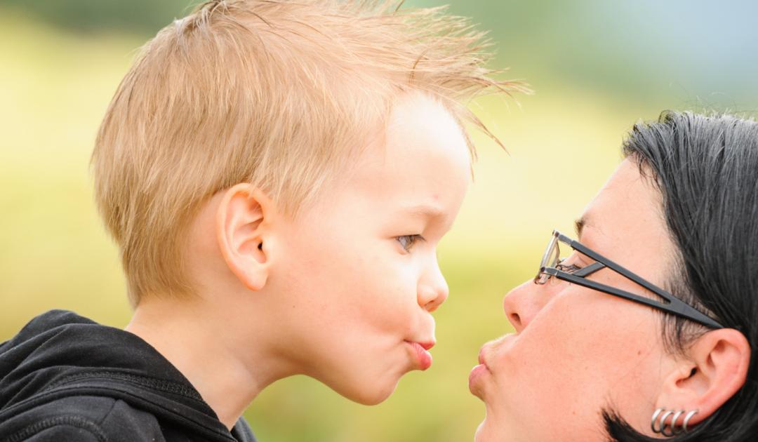 Mi a baj a szájra puszival?   – megkérdeztük a gyermekpszichológust