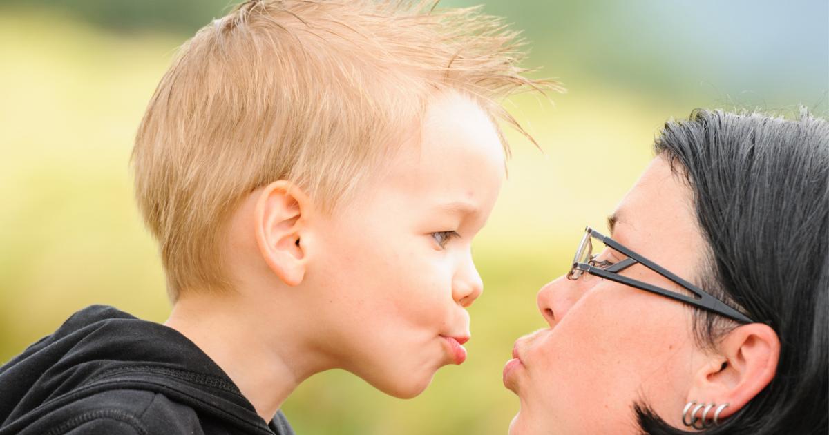 Mi a baj a szájra puszival?  <br><p class='alcim'> – megkérdeztük a gyermekpszichológust</p>